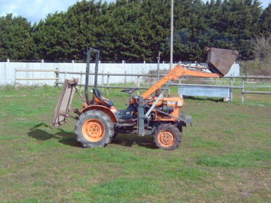 KUBOTA TRACTOR B5100D B6100 B7100 OPERATORS & MAINTENANCE ... on b2320 kubota tractor wiring diagrams, f2000 kubota tractor wiring diagrams, l2350 kubota tractor wiring diagrams, l4200 kubota tractor wiring diagrams, m9000 kubota tractor wiring diagrams,